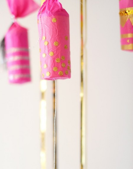 NEW YEARS EVE DECORATIONS HOLIDAY CRACKERS