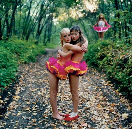 Michal-Chelbin-Xenia-Janna-&-Alona-in-the-woods-Russia-2003