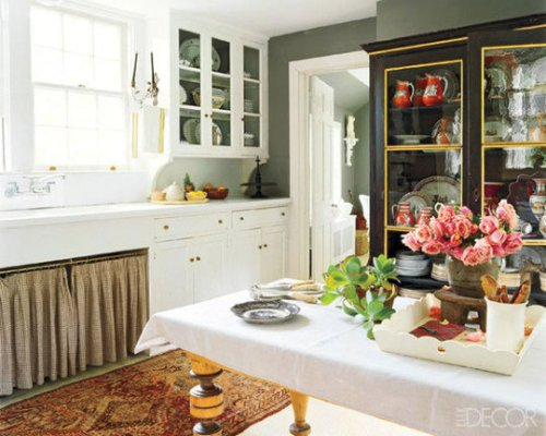 rug-in-kitchen-elle-decor