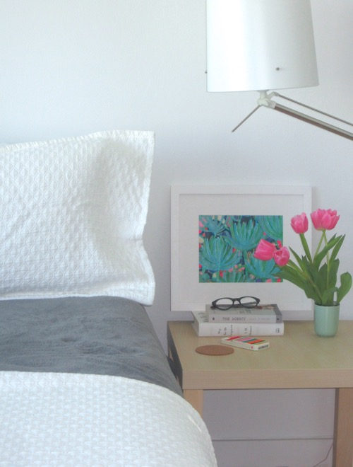 bedside-table-with-tulips