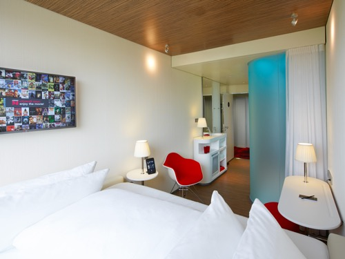 citizen-m-paris-charles-degaulle-room