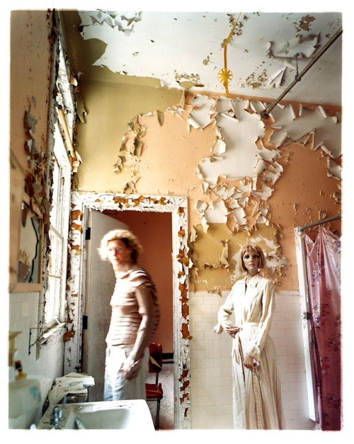 asia-kepka-bridget-and-i-crumbling-bathroom