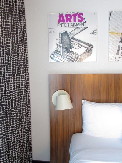 verb-hotel-room-bed